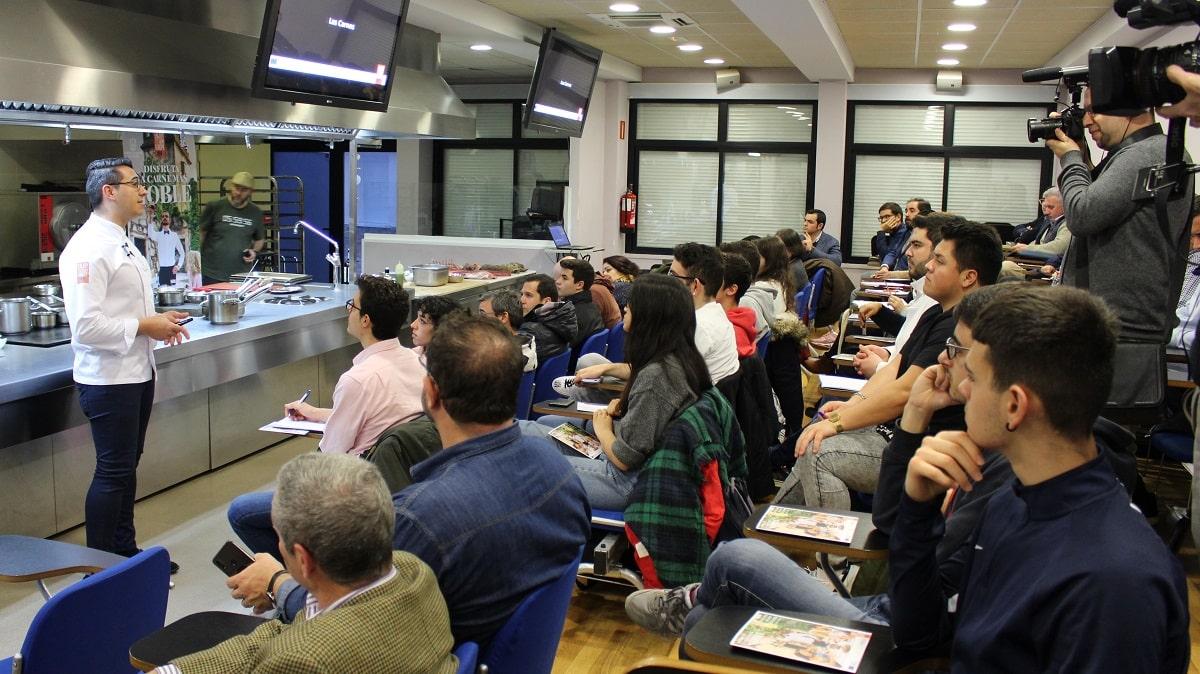 Javier Chozas lleva la carne de caza a la Escuela de Hostelería de Madrid
