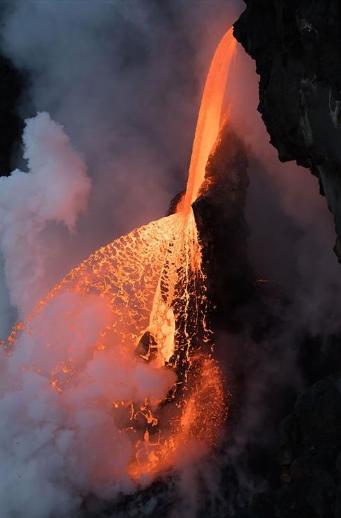 Un chorro de lava en Kalapana, Hawaii. / Fotografía: Infobae