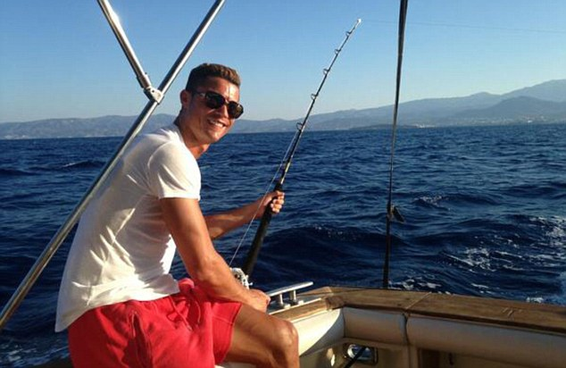 Image posted on twitter by Cristiano Ronaldo ¿@Cristiano 16m Love to fish. Have you ever tried it? pic.twitter.com/0lmdHthAqB Reply Retweet Favorite