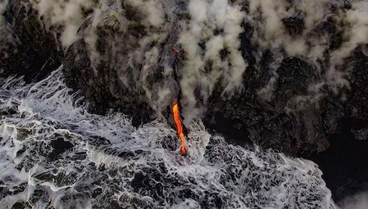 Un flujo de lava en los flancos del volcán Kilauea, en Hawaii. / Fotografía: Infobae