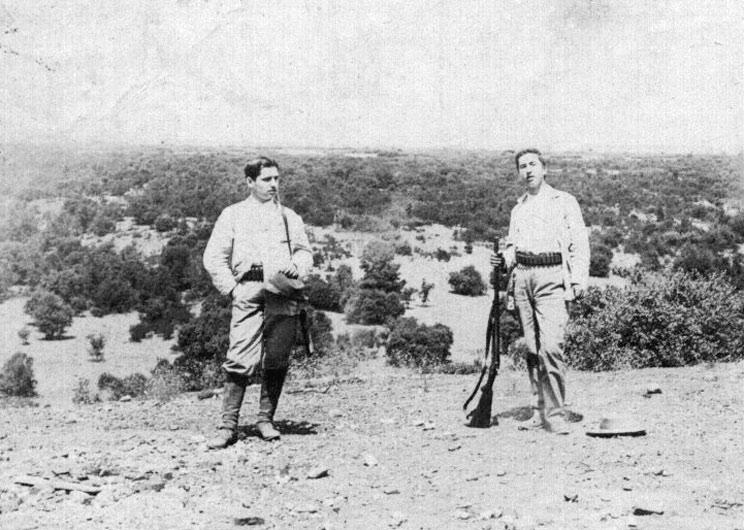 Ortega y Gasset cazando con su hermano en la década de los 1930.