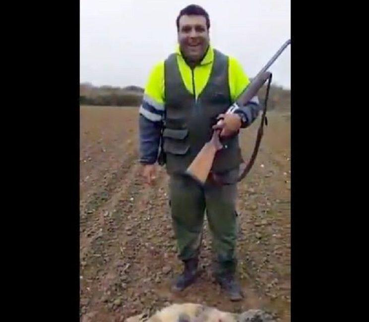 Los cazadores buscan al individuo que se grabó maltratando a un zorro