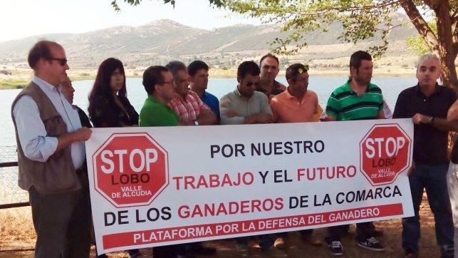 Ganaderos de Valle de Alcudia se concentran contra la introducción artificial del lobo. / Foto: www.clm24.es