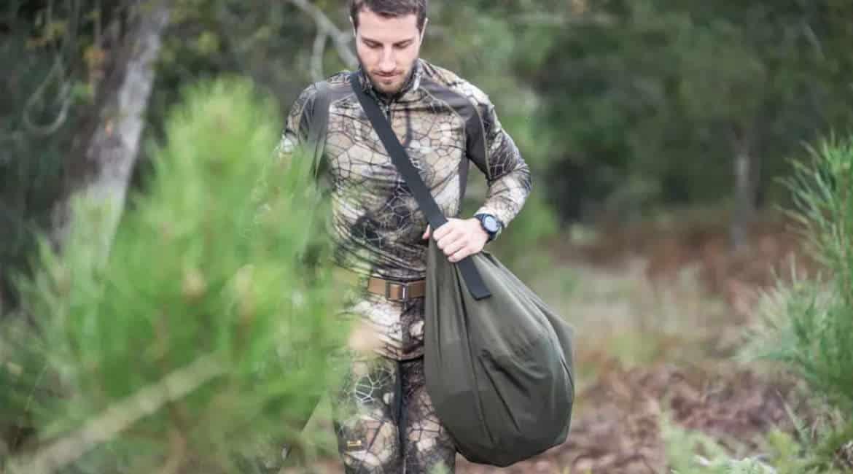 Este petate de Decathlon te permite llevar un corzo u otra pieza de caza a casa sin manchar nada