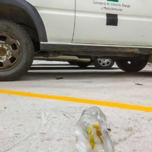 Explota un artefacto bajo un coche de agentes de medio ambiente en Cáceres