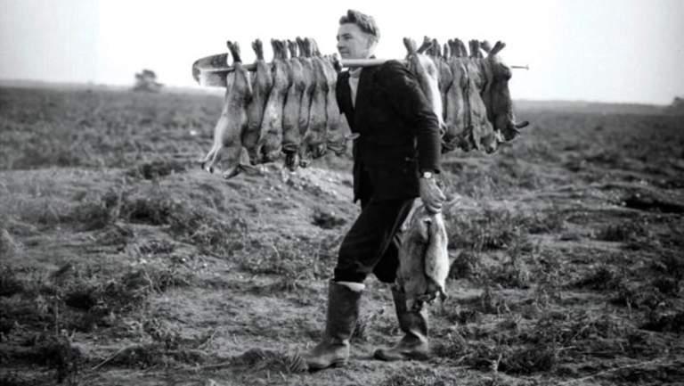 Imagen antigua de un cazador de conejos.
