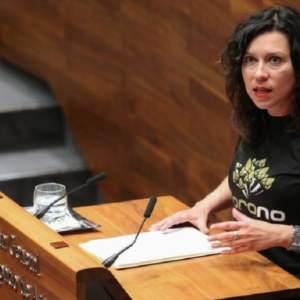 Una diputada de Podemos cree que la polémica del lobo es una cuestión de «mediciones genitales masculinas»