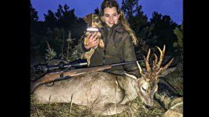 Una joven caza un corzo raro de 11 puntas en Guadalajara y rompe a llorar al verlo