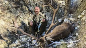 Indulta a un gran ciervo en una montería y lo caza al año siguiente