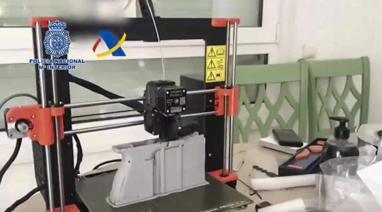 Desmantelan un taller que fabricaba armas de fuego con una impresora 3D en España