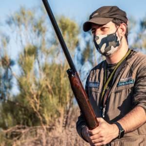 Sanidad aclara que no será necesario usar la mascarilla para cazar o pescar si hay distancia de seguridad