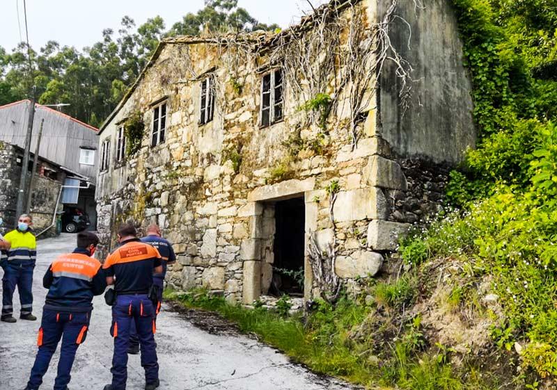Miembros de Protección Civil desplazados a la zona.