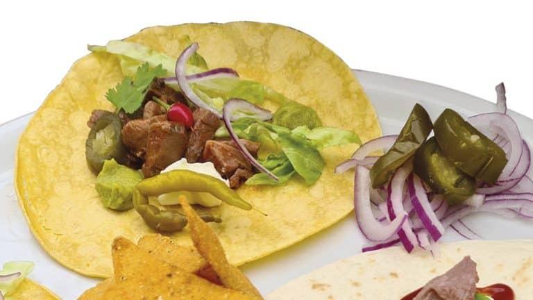 Tacos mexicanos hechos con carne de cuello de corzo.
