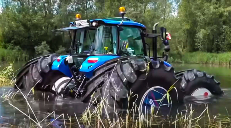 Este tractor de 3.700 kilos puede flotar y ser conducido en el agua