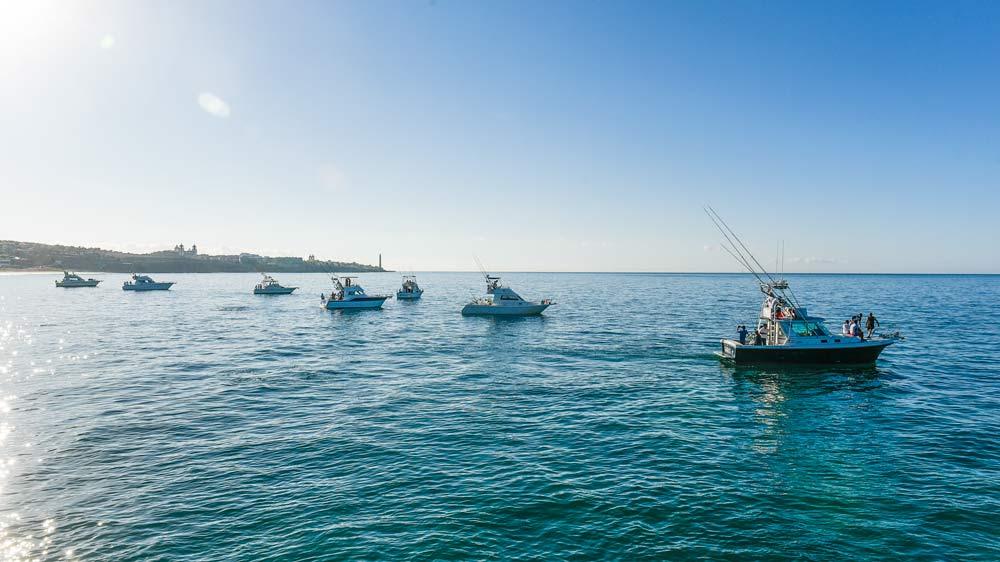 Barcos saliendo del Puerto Pasito Blanco.