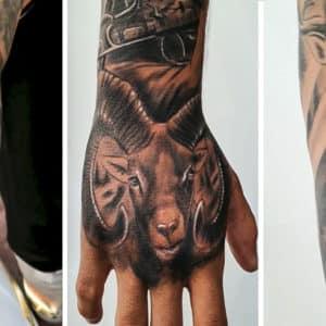 Este cazador se tatúa un brazo entero con motivos de caza: ciervo, jabalí, gamo, muflón…