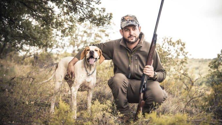 Un cazador y su perra