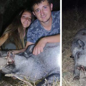 Caza en pareja: dos jóvenes abaten este espectacular jabalí en una espera por daños