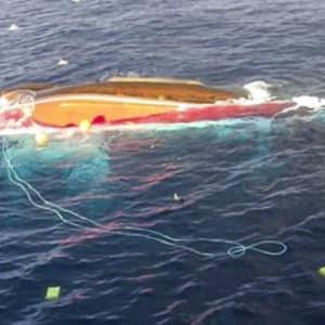 Desaparece un pescador tras naufragar su barco en Santander