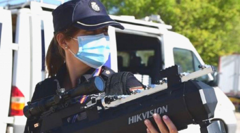 Este es el rifle con el que la Policía Nacional derriba drones que sobrevuelan espacios protegidos