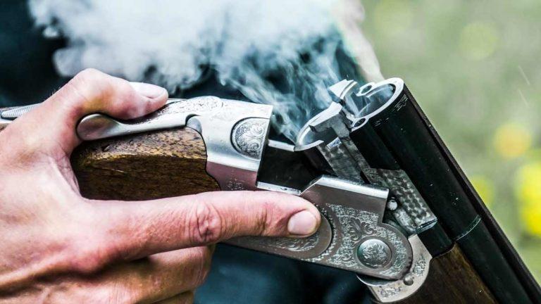 Escopeta superpuesta después de disparar. © Shutterstock