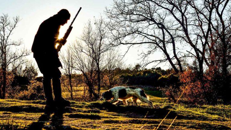 Un cazador con su perro. © JDG