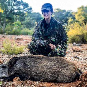 'Martina y la aventura de la caza' en la vida real: Así 'cazó' su primer jabalí con arco esta joven