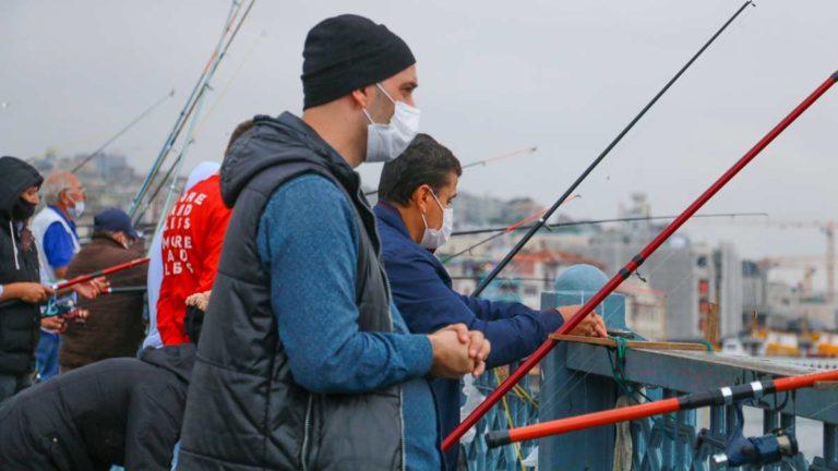 https://revistajaraysedal.es/wp-content/uploads/2021/08/pesca-galicia-puerto.jpg