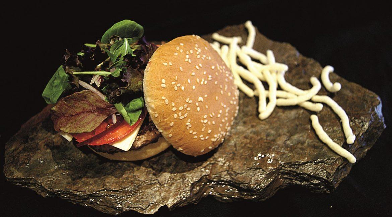 Cómo preparar una hamburguesa de ciervo especiado con salsa chimichurri