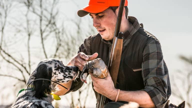 Un cazador en una jornada de caza de perdiz roja. © Solognac