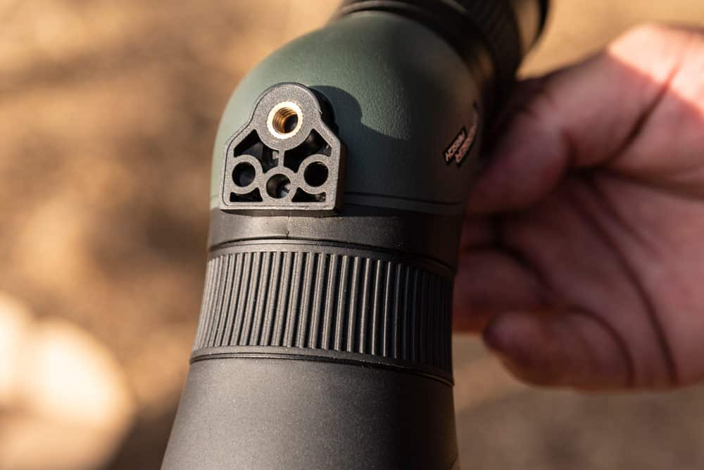 El Bresser Pirsch 9-27x56 Gen II cuenta con rosca para su colocación en un trípode. © Ángel Vidal