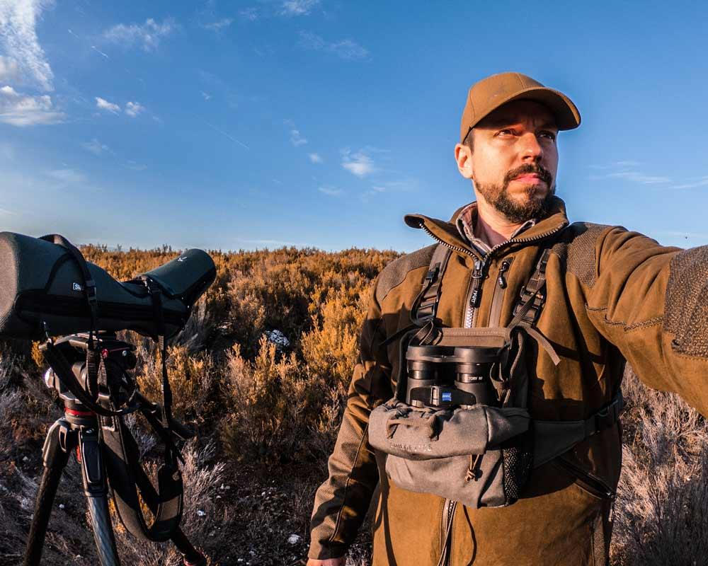 Jerónimo Cuesta, autor del vídeo, durante el rececho de ciervo. ©Cinegetics