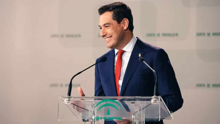 Juanma Moreno, presidente de la Junta de Andalucía. © danielmarin / Shutterstock.com
