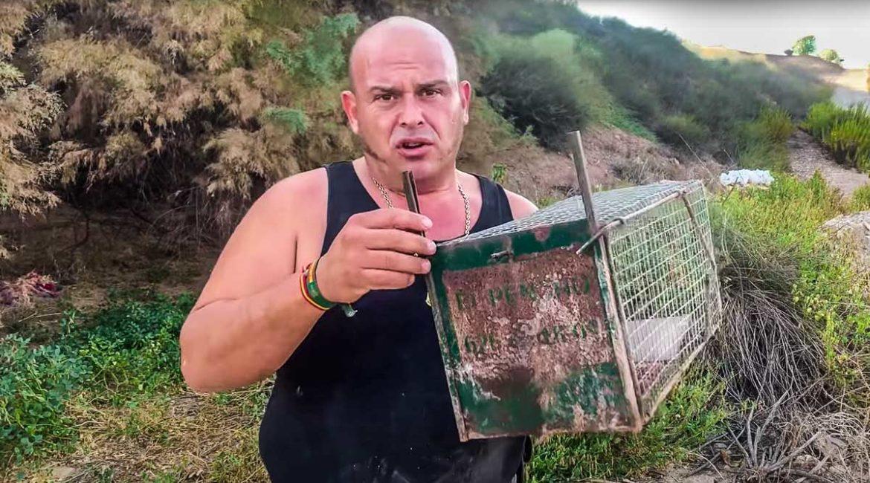 Roban todas las jaulas para capturar conejos a El Pencho, que pide ayuda para localizarlas