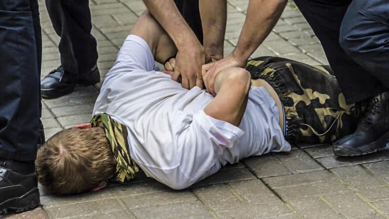 detienen furtivo pegó policía Vigo