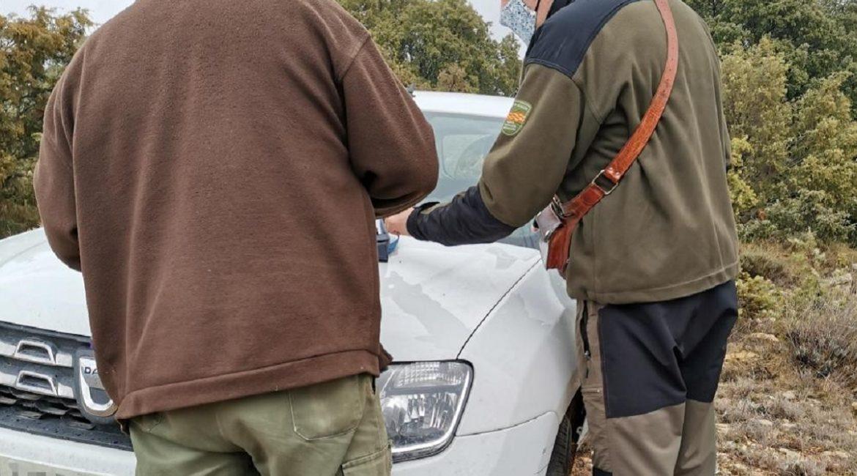 Pillan a un furtivo abatiendo corzos con arco en Huesca
