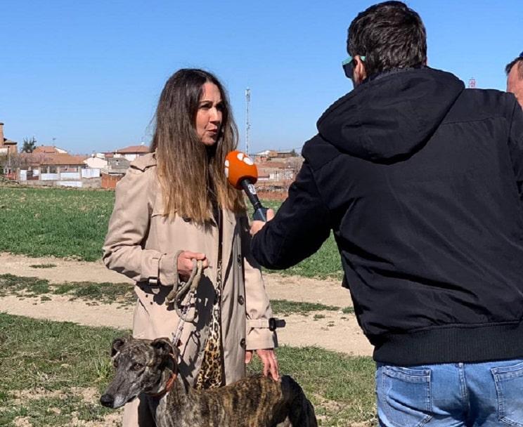 Antena 3 emite un reportaje sobre galgos tras su 'error' de la semana pasada