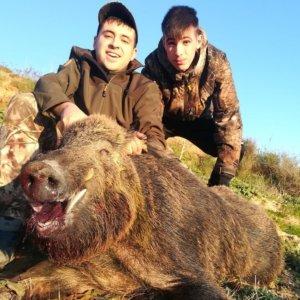 Dos hermanos se topan cara a cara con un jabalí de 110 kilos mientras recechaban corzos