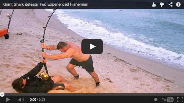 Pesca extrema. Lanza desde la orilla y le pica ¡un enorme tiburón martillo!