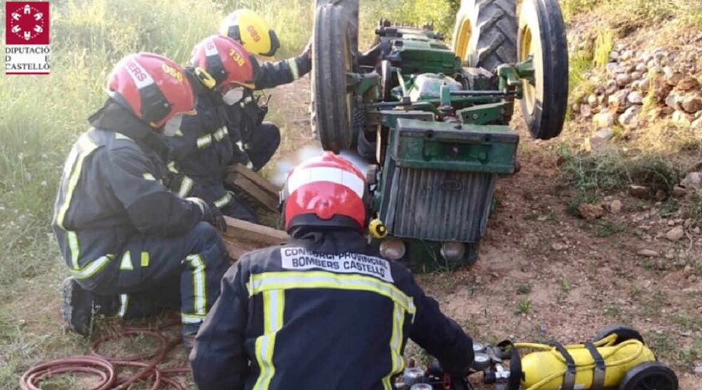 Mueren dos agricultores, uno de ellos aplastado bajo su tractor