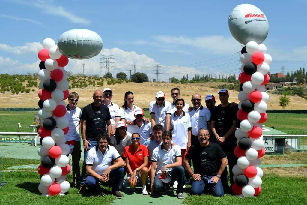 El equipo de Beretta Benelli Ibérica (BBI) al finalizar la prueba de la 828U.