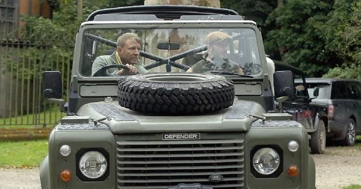 David Beckham junto a Ritchie de camino a la finca en un Jeep / Daily Mail