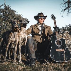 Un cazador amante del rock and roll compone esta cañera canción para sus perros de caza