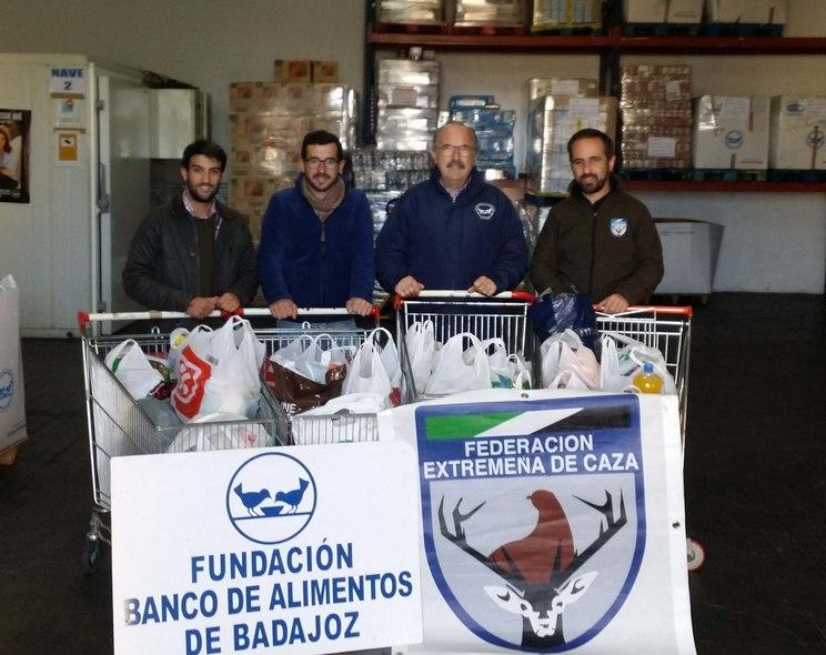 La Federación Extremeña de Caza dona 300 kilos de comida a la Fundación Banco de Alimentos de Badajoz