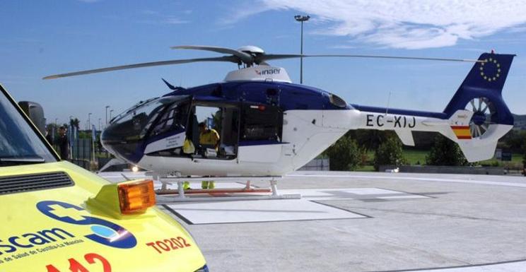 Helicóptero medicalizado similar al que trasportó al cazador / Fotografía: SER