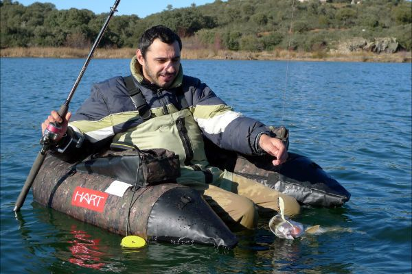 Pescando lucios sobre un pato
