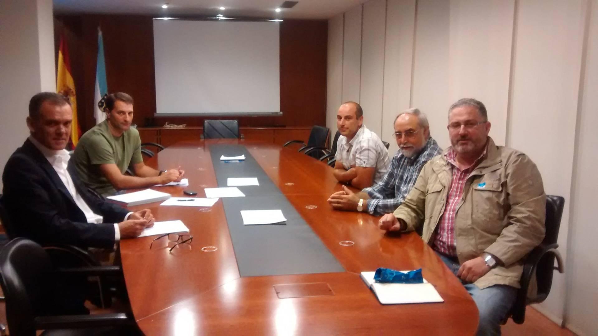 La Asociación de Clubes de Caza Maior de Galicia y representantes de la administración se reunieron el pasado lunes
