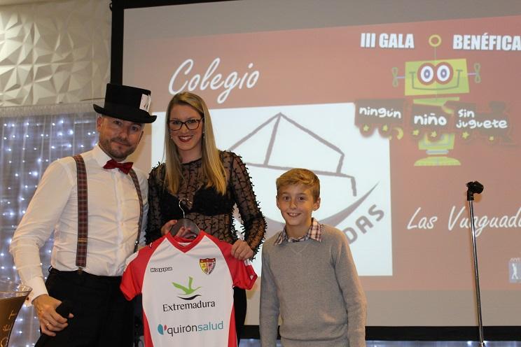 """Rotundo éxito de la Gala Solidaria """"Ningún niño sin juguete Juvenex&Club Rotary Badajoz"""" 2017"""