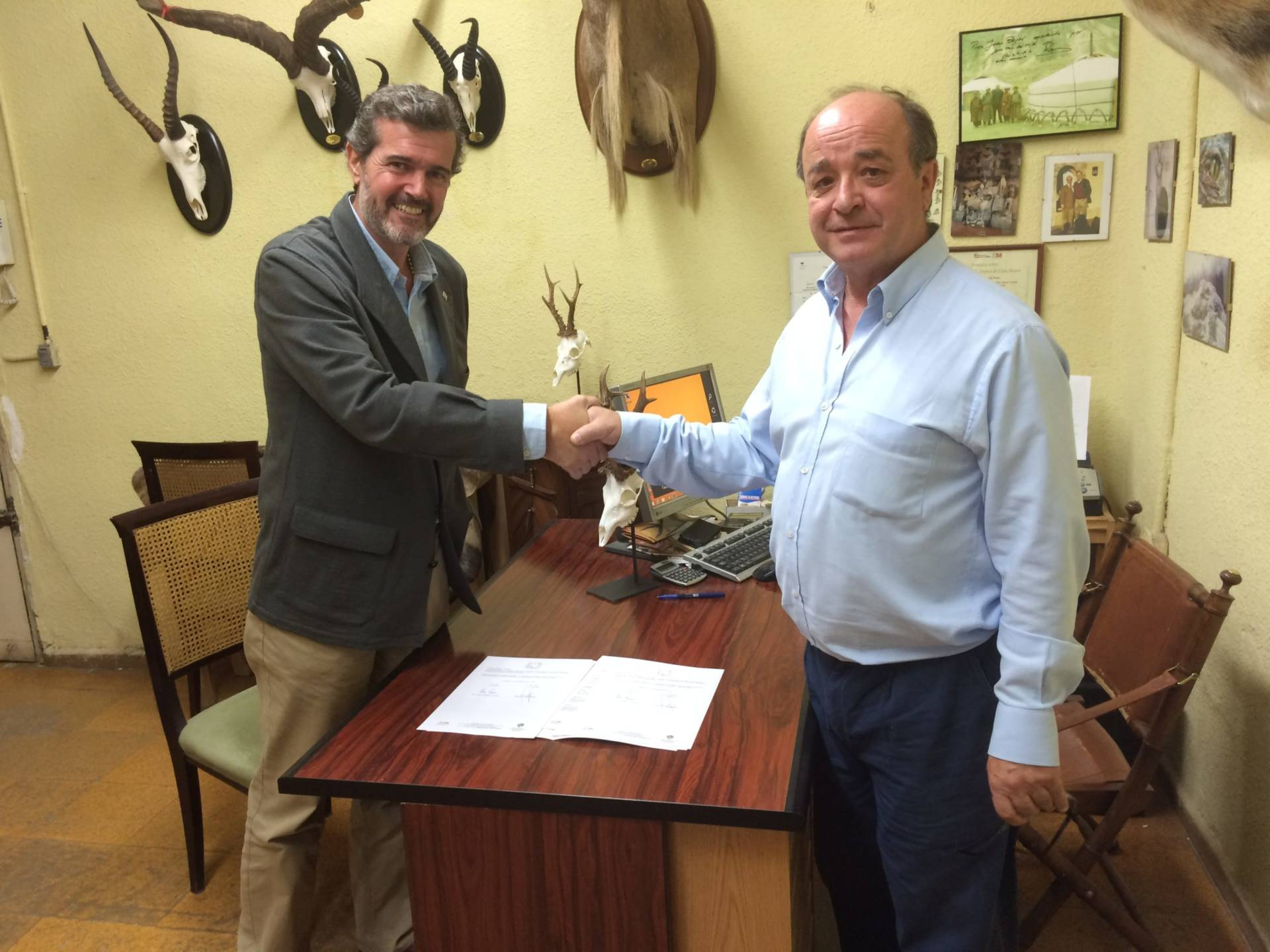 La ACE firma un convenio de colaboración con ANTAX para el seguimiento de la afección de Cephenemyia stimulator en España