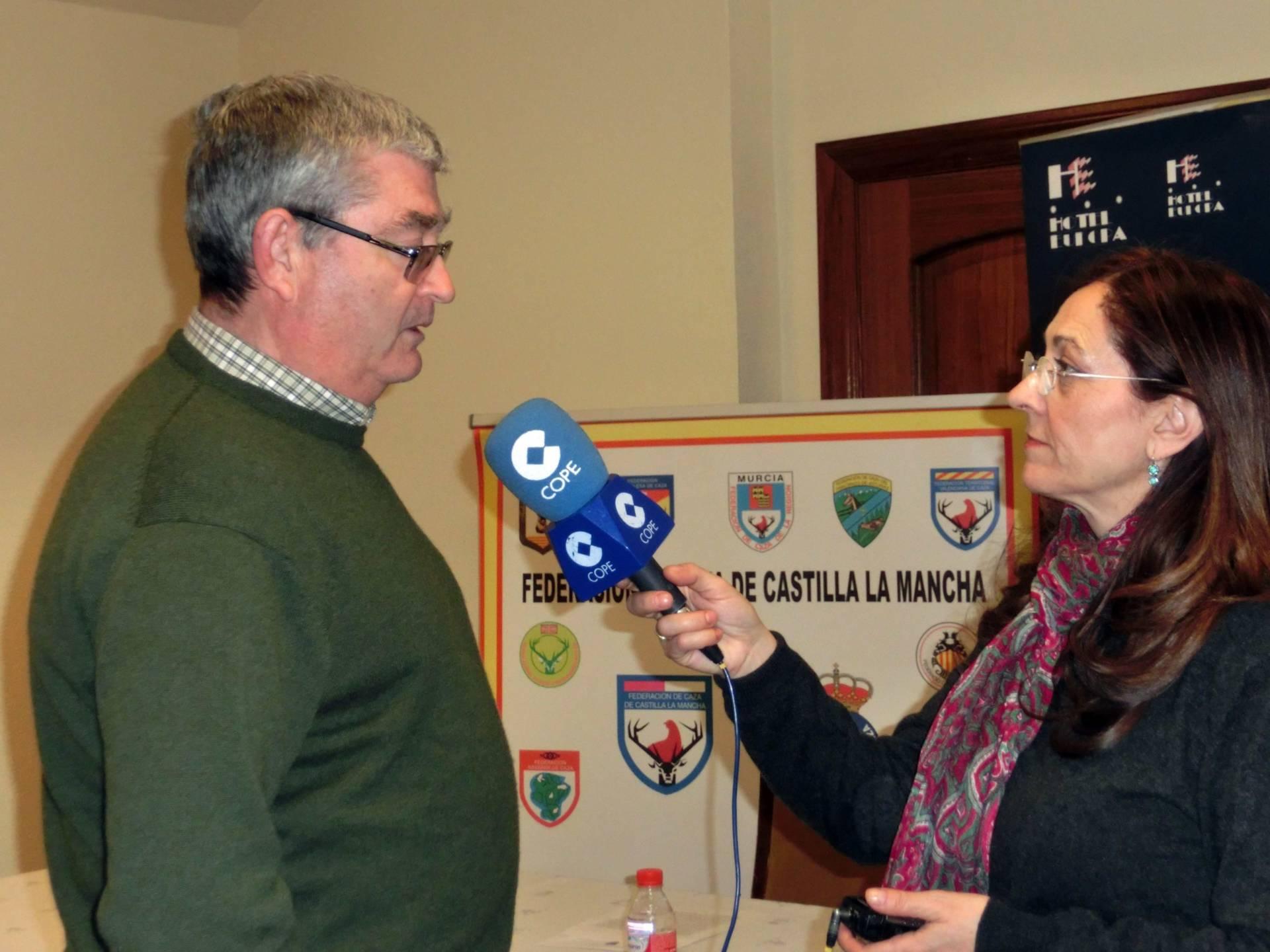 La Federación de Caza de Castilla-La Mancha pide a la Junta que no obligue a identificar a los hurones con microchip